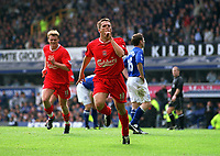 Michael Owen silences the Everton crowd with the 1st Liverpool goal. Everton v Liverpool, FA Premiership, 19/04/2003. Credit: Colorsport / Matthew Impey