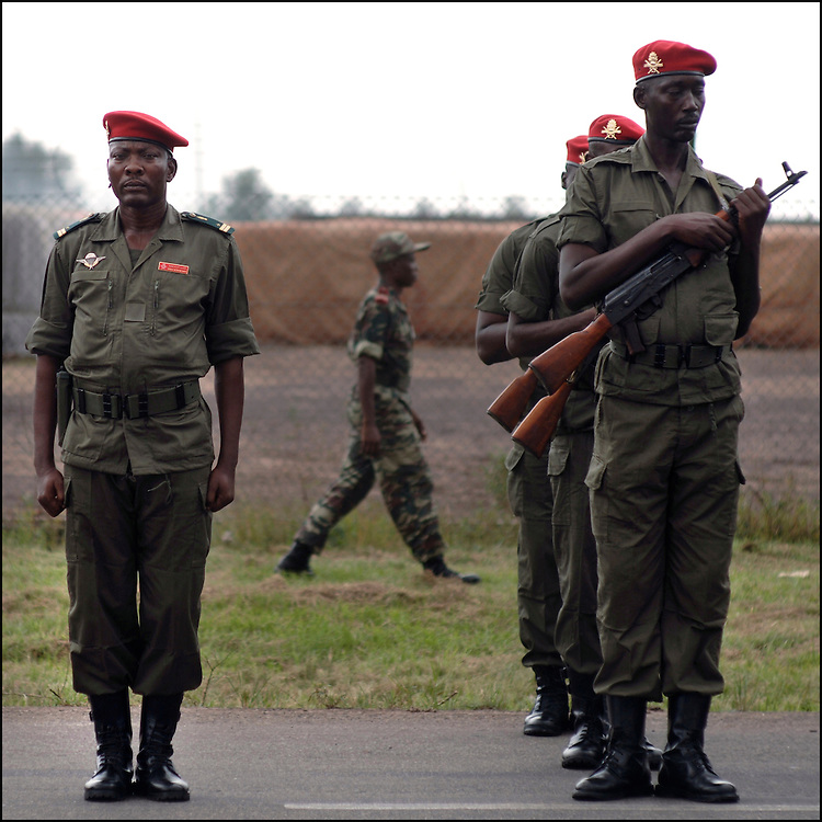 Douala November 23, 2006 - The Cameroon Army stands during a visit of Cameroon's Minister for Defense.