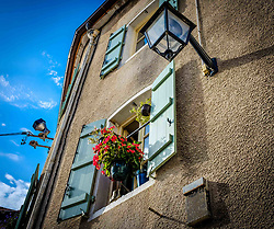 F?owers at a window of a house in Beaune, Burgundy, France<br /> <br /> (c) Andrew Wilson   Edinburgh Elite media
