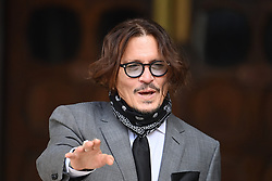 © Licensed to London News Pictures. 13/07/2020. London, UK. American Actors JOHNNY DEPP and AMBER HEARD arrives at the High Court in London where Depp he is in a legal dispute with UK tabloid newspaper The Sun over allegations he assaulted his former wife, Amber Heard. Photo credit: Ben Cawthra/LNP