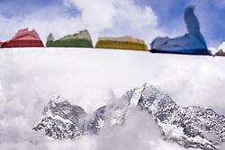 """THEMENBILD - Wanderung im Sagarmatha National Park in Nepal, in dem sich auch sein Namensgeber, der Mount Everest, befinden. In Nepali heißt der Everest Sagarmatha, was übersetzt """"Stirn des Himmels"""" bedeutet. Die Wanderung führte von Lukla über Namche Bazar und Gokyo bis ins Everest Base Camp und zum Gipfel des 6189m hohen Island Peak. Aufgenommen am 11.05.2018 in Nepal // Trekkingtour in the Sagarmatha National Park. Nepal on 2018/05/11. EXPA Pictures © 2018, PhotoCredit: EXPA/ Michael Gruber"""