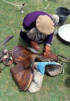 Pakistan - Le Polo des Rois - Tournoi de Polo le plus haut du monde au col de Shandur à 3800 m d'altitude entre les anciens royaumes de Chitral et de Gilgit - Palfrenier d'un concurant // Pakistan, Khyber Pakhtunkhwa, polo tournament at Shandur Pass at an altitude of 3800 m between Chitral and Gilgit team