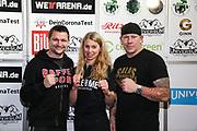 BOXEN: Universum Boxpromotion, Waage, Hamburg, 19.02.2021<br /> v.l.: Traner Christian Morales, Natalie Zimmermann und Cutman Mick Brügg (GER)<br /> © Torsten Helmke