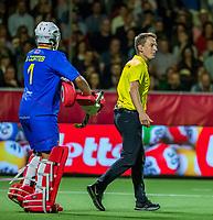 ANTWERP - BELFIUS EUROHOCKEY Championship  . Belgium v Spain (men) (5-0). umpire Jonas van 't Hek with goalkeeper Francisco Cortes (Esp) . WSP/ KOEN SUYK