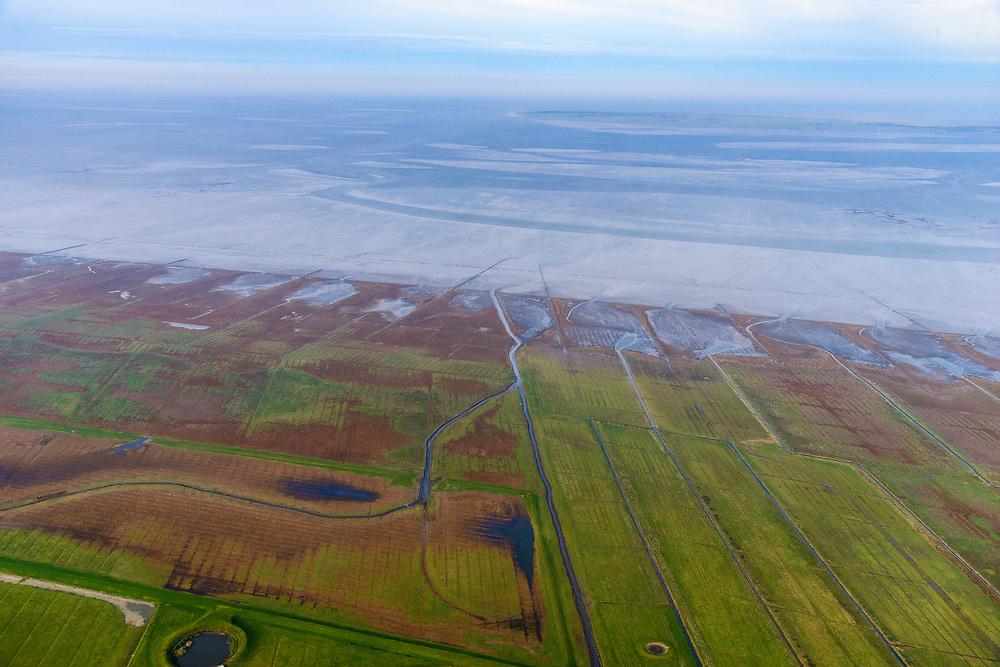 Nederland, Friesland, Het Bildt, gemeente Waadhoeke, 04-11-2018; Noord-Friesland Buitendijks, kweldergebied Noorderleeg. Waddenkust en landaanwinning. Zomerpolder met dobbes ter hoogte van Hallum en Marrum.<br /> Fries: Noarderleech , onderdeel van Noard-Fryslân Bûtendyks.<br /> Frisian coast, salt marsh and mudflat area with land reclamation.<br /> luchtfoto (toeslag op standaard tarieven);<br /> aerial photo (additional fee required);<br /> copyright © foto/photo Siebe Swart