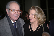 John gross ( ?) and Polly Devlin. Annabel Freyberg and Andrew Barrow drinks party. The Royal Geographical Society. 5 January 2006. ONE TIME USE ONLY - DO NOT ARCHIVE  © Copyright Photograph by Dafydd Jones 66 Stockwell Park Rd. London SW9 0DA Tel 020 7733 0108 www.dafjones.com