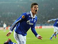 Fotball<br /> Tyskland<br /> 23.02.2012<br /> Foto: Witters/Digitalsport<br /> NORWAY ONLY<br /> <br /> 1:0 Jubel Klaas-Jan Huntelaar (Schalke)<br /> <br /> Europa League, Zwischenrunde Rueckspiel, FC Schalke 04 - Viktoria Pilsen