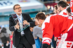 20.04.2018, Eisarena, Salzburg, AUT, EBEL, EC Red Bull Salzburg vs HCB Suedtirol Alperia, Finale, 7. Spiel, im Bild Trainer Kai Suikkanen (HC Bozen) // during the Erste Bank Icehockey 7th final match between EC Red Bull Salzburg and HCB Suedtirol Alperia at the Eisarena in Salzburg, Italy on 2018/04/20. EXPA Pictures © 2018, PhotoCredit: EXPA/ JFK