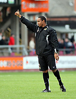 Photo: Mark Stephenson.<br /> Hereford United v Milton Keynes Dons. Coca Cola League 2. 20/10/2007.Dons manager Paul Ince thanks the fans after the game