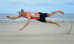 20150616 NED: WK wedstrijdballen signeren voor de WK Beach on Tour, Scheveningen<br /> De officiële wedstrijdballen van het WK Beachvolleybal werden vandaag van een handtekening voorzien van Madelein Meppelink,  Alexander Brouwer en Marleen van Iersel. De ballen worden in de week voor de start van het toernooi op de fiets naar de vier speelsteden gebracht tijdens WK Beach on Tour, een initiatief van de Bas van de Goor Foundation en Nevobo / Alexander Brouwer