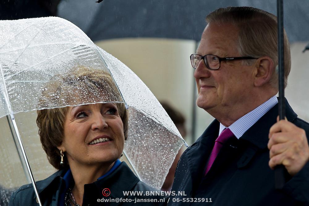NLD/Wemeldinge/20100430 -  Koninginnedag 2010, Margriet en partner Pieter van Vollenhoven