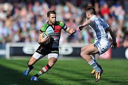Ollie Lindsay-Hague (Harlequins) in possession - Photo mandatory by-line: Patrick Khachfe/JMP - Tel: Mobile: 07966 386802 29/03/2014 - SPORT - RUGBY UNION - The Twickenham Stoop, London - Harlequins v London Irish - Aviva Premiership.