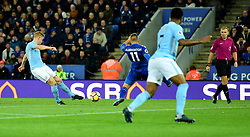 Kevin De Bruyne of Manchester City scores. - Mandatory by-line: Alex James/JMP - 18/11/2017 - FOOTBALL - King Power Stadium - Leicester, England - Leicester City v Manchester City - Premier League