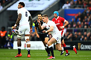 Owen Farrell of England throwing a pass during the Guinness Six Nations between England and Wales at Twickenham Stadium, Saturday, March 7, 2020, in London, United Kingdom. (Mitchell Gunn-ESPA-Images/Image of Sport)
