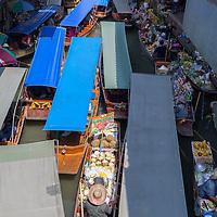 Rush hour at the floating market at Damnoen Saduak.