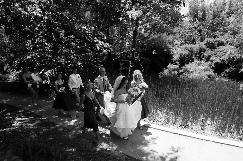 Adele and Ira Rompf marry at Kanapaha Botanical Gardens in Gainesville, Florida.