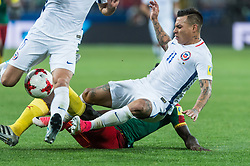 MOSCOW, June 19, 2017  Chile's Eduardo Vargas (R) vies for the ball during the 2017 Confederations Cup football Group B match between Cameroon and Chile in Moscow, Russia, June 18, 2017. (Credit Image: © Evgeny Sinitsyn/Xinhua via ZUMA Wire)