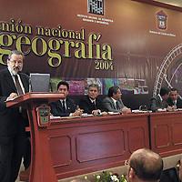 Toluca, Méx.- Gilberto Calvillo, presidente nacional del INEGI durante la ceremonia de inauguracion de la reunion nacional de geografia 2004. Agencia MVT / Hernan Vazquez E. (DIGITAL)<br /> <br /> NO ARCHIVAR - NO ARCHIVE