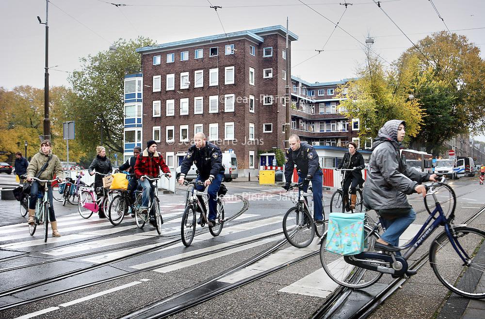 Nederland, Amsterdam , 2 november 2010..Verkeerschaos op de Marnixstraat ter hoogte Westerstraat..waar vorig jaar een jongen verongelukt is..Foto:Jean-Pierre Jans