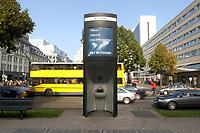 03 OCT 2003, BERLIN/GERMANY:<br /> E-info, Oeffentlicher Computerterminal der Firma Wall, Unterden Linden, Ecke Friedrichstrasse<br /> IMAGE: 20031003-01-012<br /> KEYWORDS: Computer, Internet