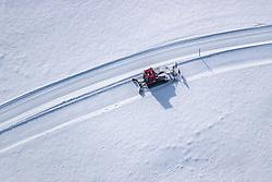 THEMENBILD - ein Pistengerät präpariert eine Langlaufloipe aus der Luft aufgenommen am 5. Feber 2018 in Zell am See - Kaprun, Österreich // arial view of a Snowcat prepares a cross-country ski trail, Zell am See Kaprun, Austria on 2018/02/05. EXPA Pictures © 2018, PhotoCredit: EXPA/ JFK