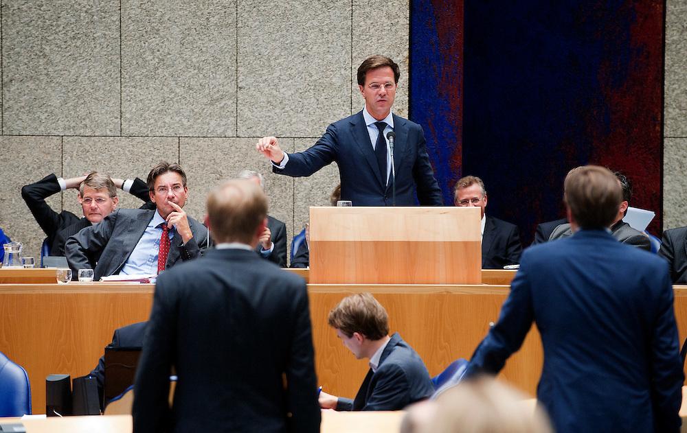 Nederland, den Haag, 22 sept  2011.Algemene Politieke Beschouwingen in de Tweede Kamer..Premier Rutte (vvd) beantwoordt de kamer. Pechtold (d66) en van der Staay aan de interruptiemicrofoon..Foto(c): Michiel Wijnbergh