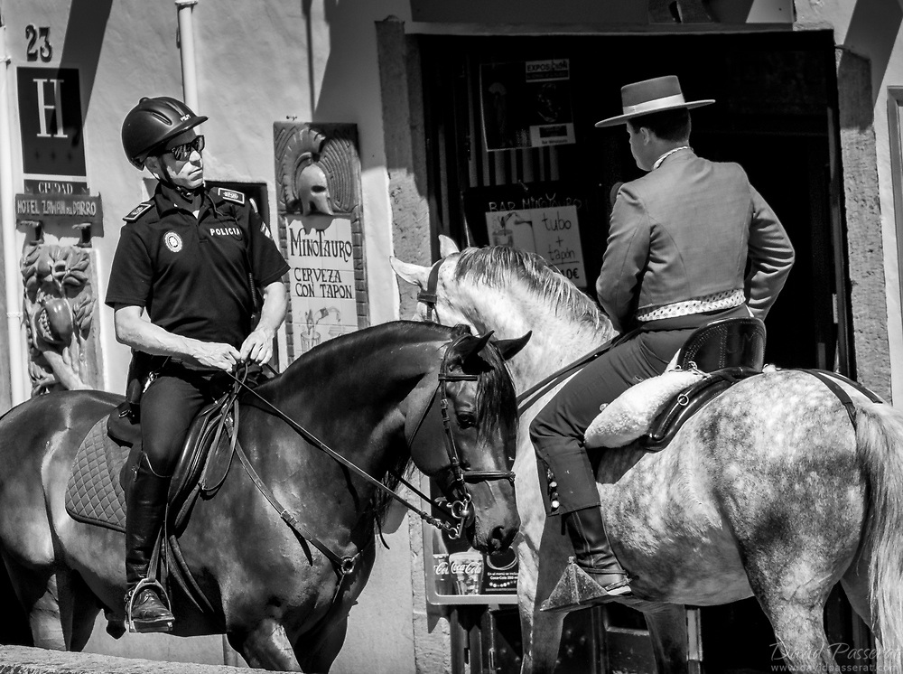"""Campero and policeman cross in the street. Who has the most """"style""""?"""