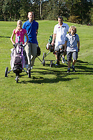 SPAARNWOUDE- familiegolf, Beoefenen van de golfsport. FOTO KOEN SUYK