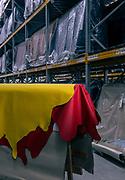 Tolentino, Poltrone Frau, creazione della plancia delle Ferraridagli artigiani di  Poltrone Frau. Magazzino stovvaggio delle pelli