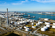 Nederland, Zuid-Holland, Rotterdam, 18-02-2015. Europoort, raffinaderij van Kuwait Petroleum Europoort (KPE), gezien naar de Nieuwe Waterweg met Maeslantkering aan de horizon. 5e Petroleumhaven.<br /> Kuwait (Q8) Petroleum refinery.<br /> luchtfoto (toeslag op standard tarieven);<br /> aerial photo (additional fee required);<br /> copyright foto/photo Siebe Swart
