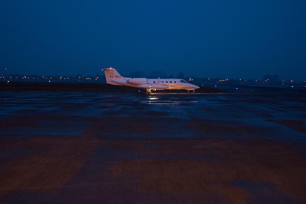 Uberlandia_MG, 27 de Setembro de 2010.<br /> <br /> BDI<br /> <br /> Aviao no final de tarde no aeroporto de Uberlandia.<br /> <br /> Foto: MARCUS DESIMONI / NITRO