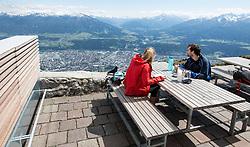 THEMENBILD - durch die Region in und um Innsbruck führen zahlreiche Wanderwege und -routen für alle Zielgruppen. Vom Familienwanderweg bis zu hochalpinen Touren ist für alle Naturbegeisterten etwas dabei. Im Bild ein Pärchen genießt die Aussicht von der Seegrube // The region in and around Innsbruck lead numerous hiking trails and routes for all target groups. From the family hiking trail to high alpine tours, there is something for all nature enthusiasts. Innsbruck, Austria on2017/05/21. EXPA Pictures © 2017, PhotoCredit: EXPA/ Jakob Gruber