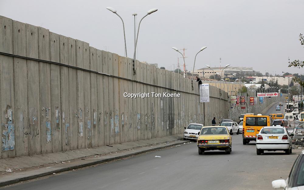 Israel built a wall around the west bank territories, jeruzalem