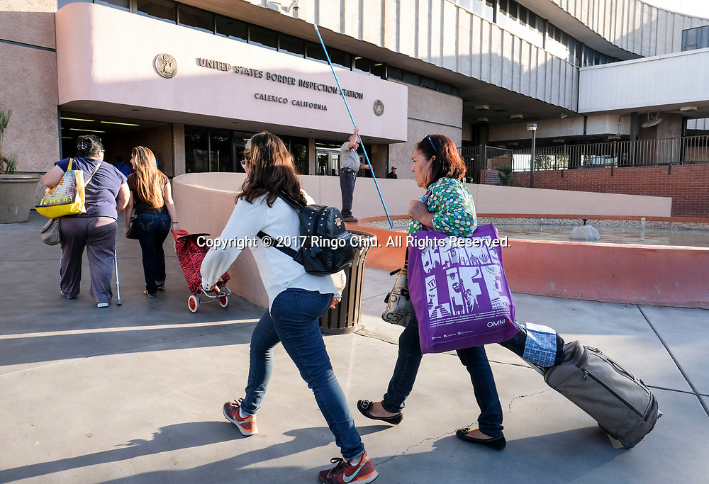 People enter the Mexico from Calexico, California on Wednesday April 19, 2017. (Xinhua/Zhao Hanrong)
