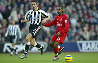 Fotball<br /> Premier League England 2004/2005<br /> Foto: SBI/Digitalsport<br /> NORWAY ONLY<br /> <br /> Liverpool v Newcastle<br /> 19/12/2004<br /> <br /> Darren Ambrose of Newcastle and Florent Sinama-Pongolle of Liverpool.