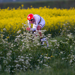 CYCLING 's-Heerenhoek: De eerste tijdrit voor vrouwen in het kader van de tijdritcompetitie werd verreden voorafgaand aan de omloop van Borsele. Wereldkampioene tijdrijden bij de vrouwen Ellen van Dijk was de sterkste