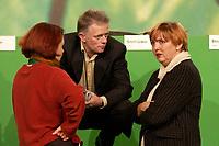 28 NOV 2003, DRESDEN/GERMANY:<br /> Astrid Rothe, B90/Gruene, Landesvorsitzende Thueringen, Fritz Kuhn, MdB, B90/Gruene, und Claudia Roth, MdB, B90/Gruene, im Gespraech, 22. Ordentliche Bundesdelegiertenkonferenz Buendnis 90 / Die Gruenen, Messe Dresden<br /> IMAGE: 20031128-01-003 <br /> KEYWORDS: Bündnis 90 / Die Grünen, BDK, Gespräch<br /> Parteitag, party congress, Bundesparteitag