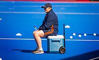 LONDEN -  Bondscoach Alyson Annan (Ned) tijdens de training in het Lee Valley Hockeystadium bij het  wereldkampioenschap hockey voor vrouwen. Het Nederlands elftal maakt zich op voor de kwartfinale . COPYRIGHT KOEN SUYK