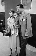 A smiling Belafonte with wife Julie Robinson and son, David in Paris, posing for fans.<br /> <br /> Un Belafonte souriant avec son épouse Julie Robinson et son fils, David à Paris , posant pour les fans .