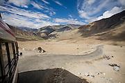 Camino de Leh a Nubra Valley, a través del collado de Wari La, en Ladakh, India.