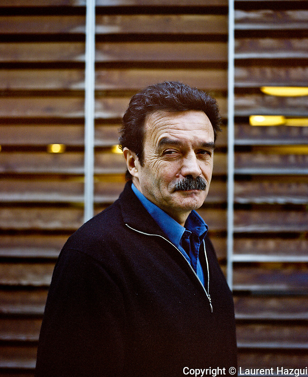 Janvier 2012. Paris. Portrait du journaliste Edwy Plenel dans les bureaux de Mediapart.