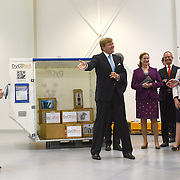 Koning en koningin bezoeken Noordrijn-Westfalen. Koning Willem Alexander en Koningin Maxima bezoeken het onderzoeksinstituut Fraunhofer IML<br /> <br /> King and Queen visit North Rhine-Westphalia.<br /> King Willem Alexander and Queen Maxima visit  research Fraunhofer IML<br /> <br /> Op de foto / On the photo: <br /> <br />  Koning Willem-Alexander en koningin Maxima krijgen een rondleiding<br /> <br /> King Willem-Alexander and Queen Maxima get a tour