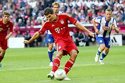 15.10.2011, Allianz Arena, Muenchen, GER, 1.FBL,  FC Bayern vs Hertha BSC Berlin, im Bild Mario Gomez (Bayern #33) schiesst den Elfmeter zum 4-0 // during the match FC Bayern vs Hertha BSC Berlin, on 2011/10/15, Allianz Arena, Munich, Germany, EXPA Pictures © 2011, PhotoCredit: EXPA/ nph/  Straubmeier       ****** out of GER / CRO  / BEL ******