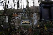 Karlovy Vary (Karlsbad)/Tschechische Republik, CZE, 14.12.06: Familien Grabstätte mit Deutscher Inschrift auf dem Hauptfriedhof in Drahovice, Karlovy Vary (Karlsbad).<br /> <br /> Karlovy Vary (Karlsbad)/Czech Republic, CZE, 14.12.06: Family grave  with German language inscription at the Central Cemetery in Drahovice, Karlovy Vary (Karlsbad).