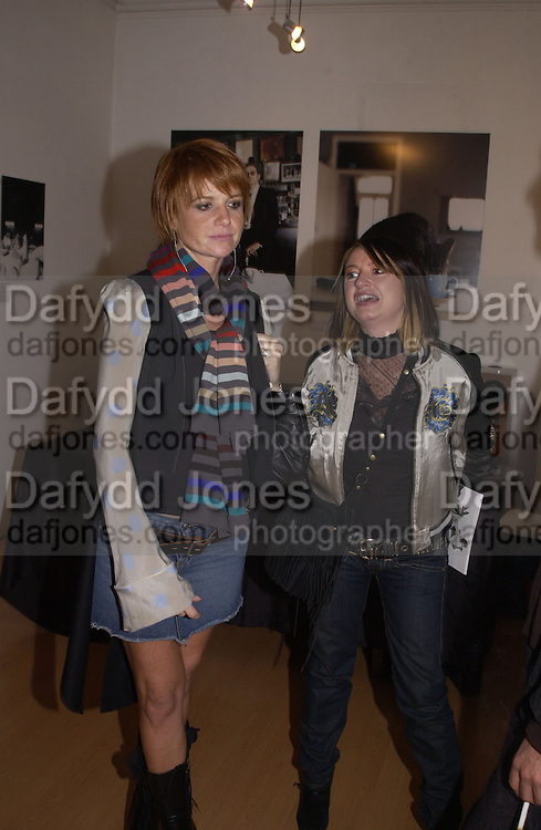 Patsy Palmer and Cutler. My cup of tea, Proud Gallery. 23 October 2002. © Copyright Photograph by Dafydd Jones 66 Stockwell Park Rd. London SW9 0DA Tel 020 7733 0108 www.dafjones.com