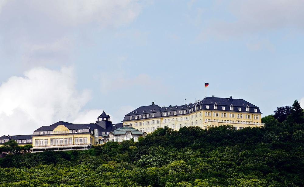 DEU, Deutschland,NRW,Nordrhein-Westfalen,Hotel Petersberg bei Königswinter / Bonn..seit 1990 dient das Grandhotel auf dem Petersberg als Gästehaus der Bundesrepublik Deutschland, das in unregelmäßigem Abstand Stätte von nationalen wie internationalen Konferenzen ist..Hotel,Petersberg, Ort der Afghanistan-Konferenz und des Klimagipfels,