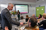 Nederland, Nijmegen, 24-1-2015Vandaag zou minister Jet Bussemakers van onderwijs vragen beantwoorden van ouders en studenten van de HAN, de hogeschool van Arnhem en Nijmegen, over het nieuwe leenstelsel. Vanwege het winterweer was haar bus in een file gekomen en werden de vragen op afstand via de Iphone en mobiel internet behandeld. Toen de batterij, accu, leeg was werd de sessie beeindigd.FOTO: FLIP FRANSSEN/ HOLLANDSE HOOGTE