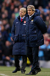 14.12.2013, Etihad Stadium, Manchester, ENG, Premier League, Manchester City vs FC Arsenal, 16. Runde, im Bild Battle of the padded coats as Manchester City's manager Manuel Pellegrini sports, short one and Arsenal's manager Arsene Wenger, long one // during the English Premier League 16th round match between Manchester City and Arsenal FC at the Etihad Stadium in Manchester, Great Britain on 2013/12/14. EXPA Pictures © 2013, PhotoCredit: EXPA/ Propagandaphoto/ David Rawcliffe<br /> <br /> *****ATTENTION - OUT of ENG, GBR*****