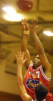 20011024: Terrance Randolph , Centrum Tigers. Basket Bærums Verk Defenders - Centrum Tigers. (Foto: Andreas Fadum, Digitalsport)
