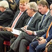 NLD/Den Haag/20171221 - Koning bij sluitingsceremonie Joegoslavie tribunaal, Koning Willem Alexander en Carmel Agius